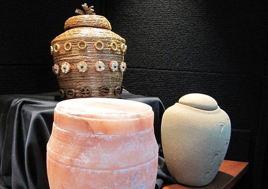 1 urns-929094_960_720